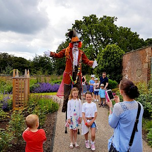 alice in wonderland themed entertainers hire uk